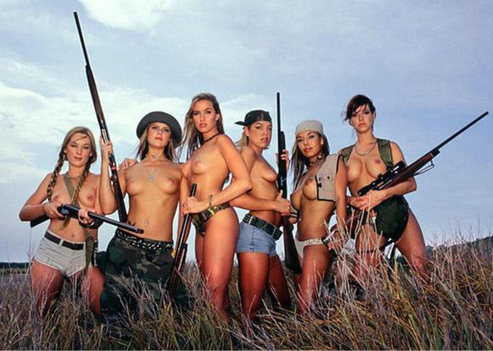 Naked bow hunting girl erotic pic